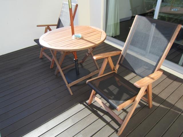 おしゃれなベランダ空間に!リフォーム床材選びとお手入れのコツ~天然木編~